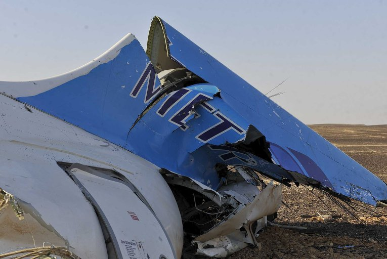 """Обломки самолета """"Когалымавиа"""" на месте крушения в Египте. 31 октября 2015"""