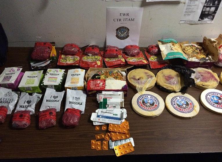 Содержащие кокаин продукты, которые были найдены в багаже одного из пассажиров, прилетевшего в Ньюарк из Перу