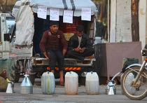 Уличные торговцы в контролируемом повстанцами городе Идлиб