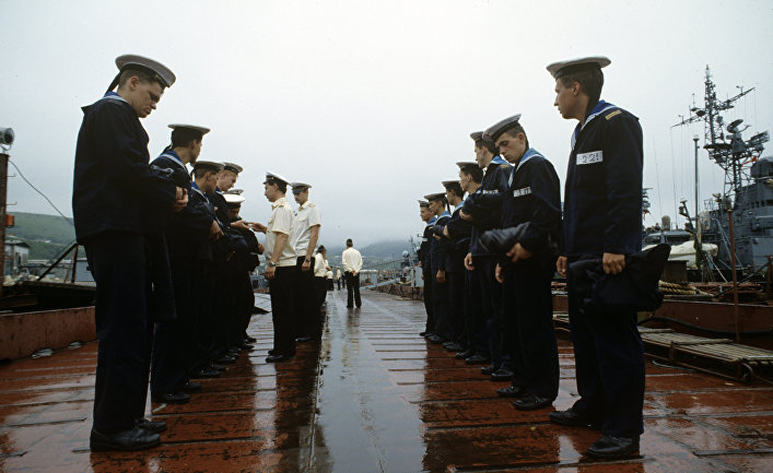 Пограничники-тихоокеанцы на утреннем смотре, остров Шикотан