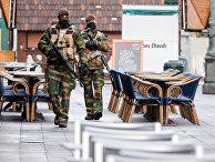 Полицейские на опустевшей улице Брюсселя