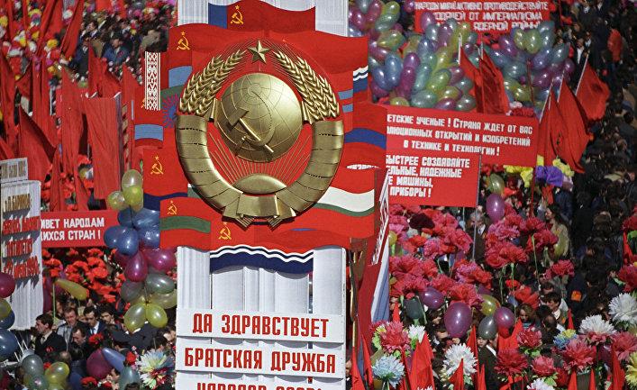 Праздничная демонстрация на Красной площади