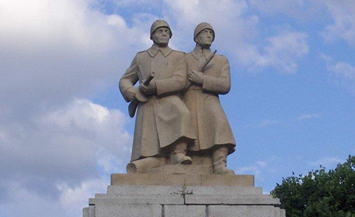Памятник героям  в г. Слубице в Польше