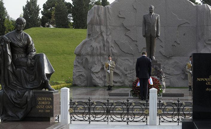 Могила бывшего президента Азербайджана Гейдара Алиева и его жены Зарифы Алиевой