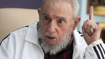 Фидель Кастро разговаривает с Владимиром Путиным во время встречи в Гаване