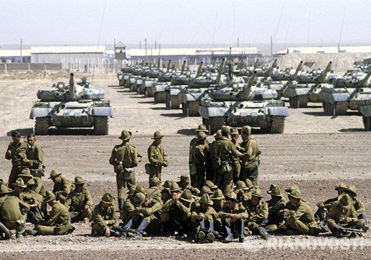 Гвардейский танковый полк готовится к отправке в СССР. Вывод войск советского контингента из Демократической Республики Афганистан