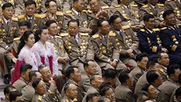 Зрители на совместном концерте ансамбля «Моранбон» и Государственного заслуженного хора Северной Кореи, посвященном 70-летию образования Трудовой партии Кореи