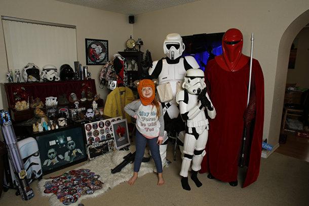 Фанаты «Звездных войн»: Крис Пеллиттери, его жена Кристин и дети Лили и Джей