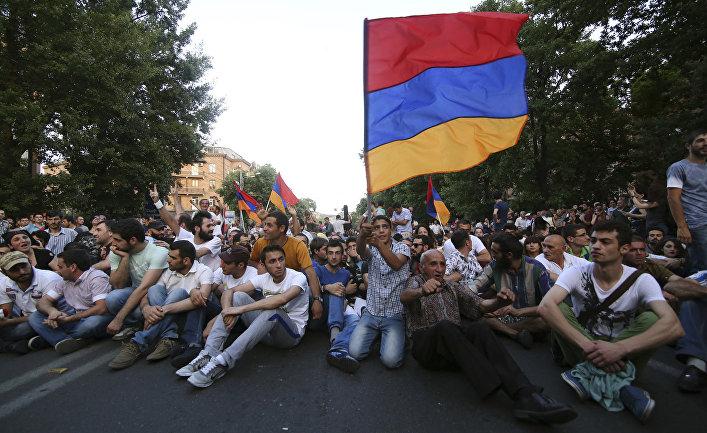 Акция протеста в Ереване против повышения цен на электричество