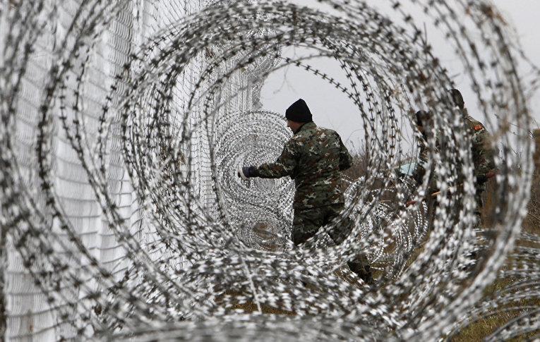 Забор на границе Греции и Македонии