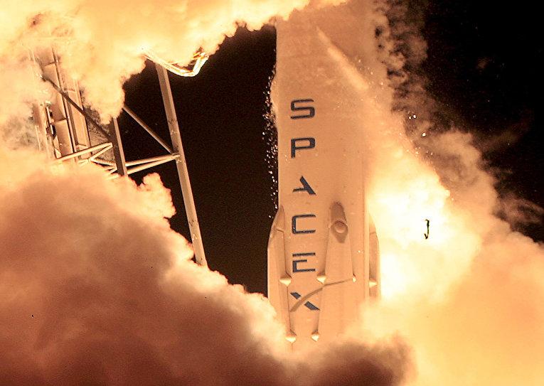 Старт ракеты SpaceX Falcon 9 с космодрома на мысе Канаверал, 22 декабря 2015 года