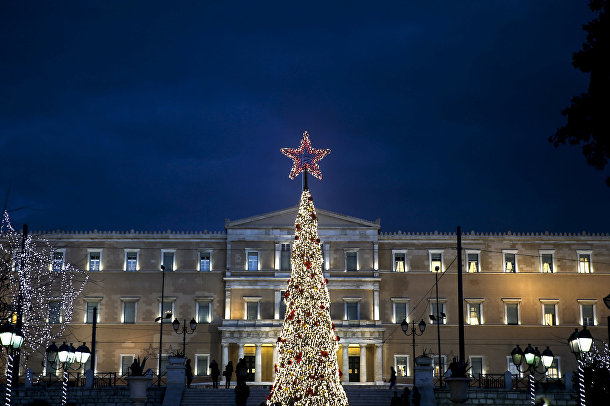 Рождественская елка на площади Синтагма в Афинах