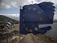Истрепавшиеся флаги ЕС и Греции