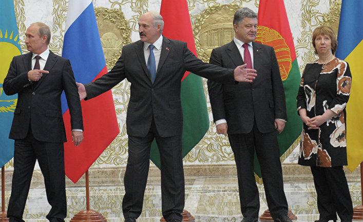 Владимир Путин, Александр Лукашенко и Петр Порошенко перед началом встречи глав государств ТС с президентом Украины и представителями Еврокомиссии