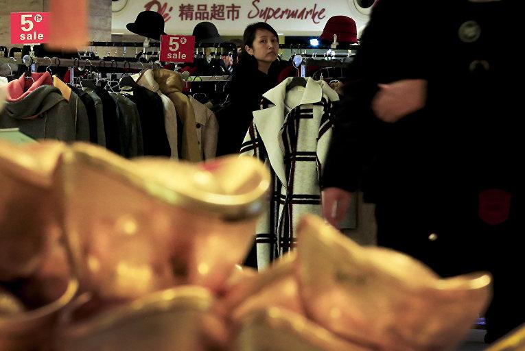 Традиционные китайские золотые слитки в торговом центре в Пекине