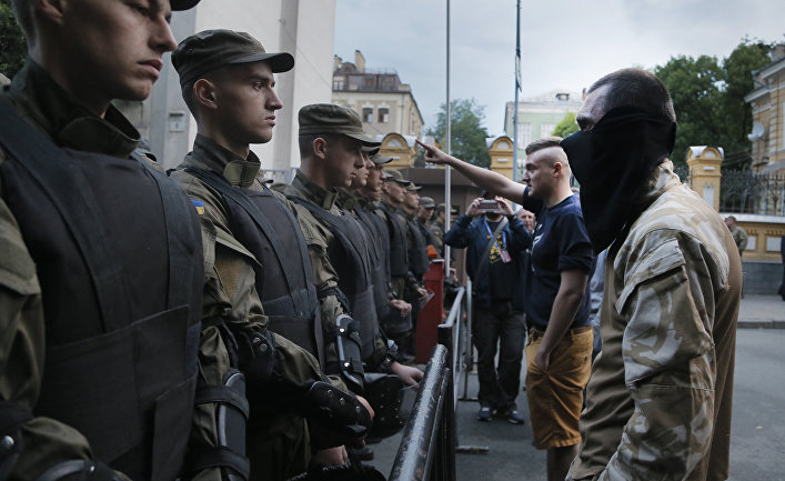 Митинг «Правого сектора» у здания администрация президента в Киеве
