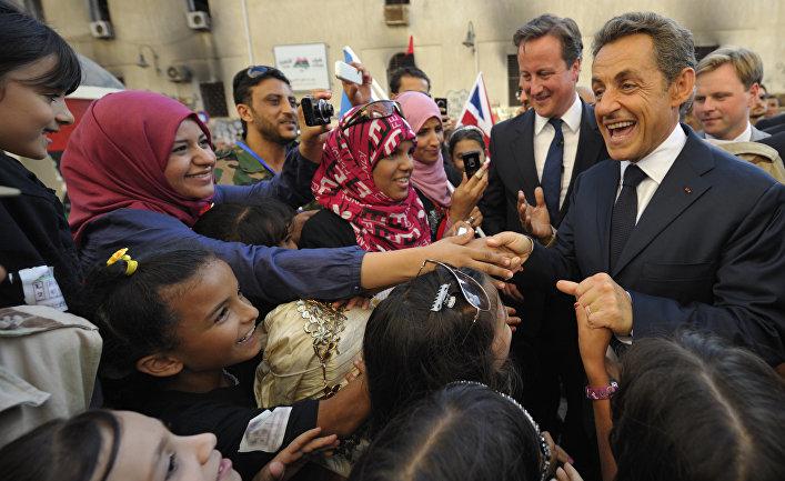 Николя Саркози и Дэвид Кэмерон в Бенгази, Ливия, сентябрь 2011 года