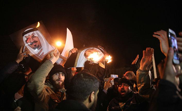 Иранцы протестуют против казни шиитского шейха Нимера Бахра Альнимера у посольства Саудовской Аравии в Тегеране