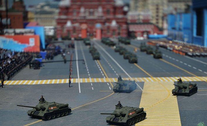 Самоходная артиллерийская установка СУ-100 периода Великой Отечественной войны во время Парада Победы на Красной площади
