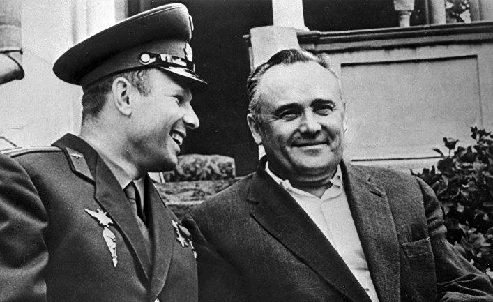 Академик Сергей Королев и космонавт Юрий Гагарин