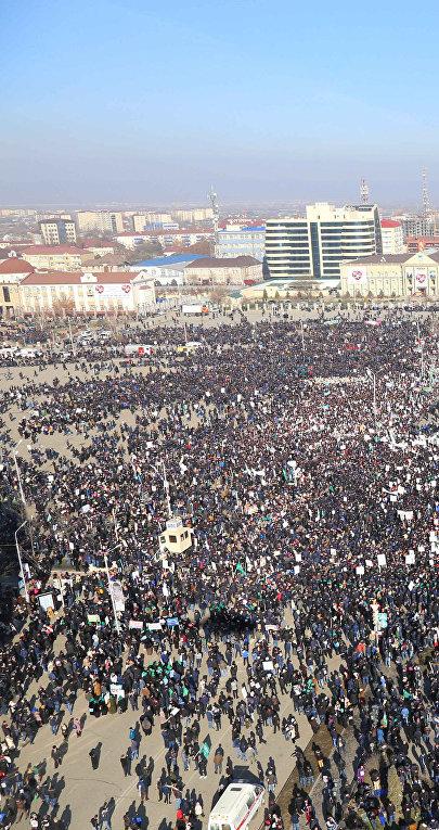 Митинг в защиту исламских ценностей в Грозном