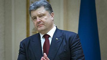 Президент Украины Петр Порошенко общается с журналистами после переговоров в Минске