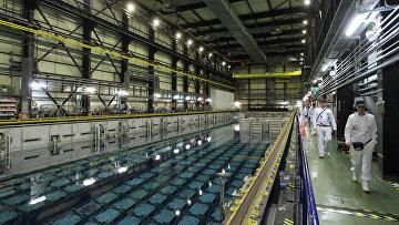 Сотрудники на заводе по переработке ядерного топлива на мысе Ла-Хаг на северо-западе Франции