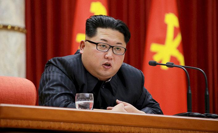 Ким Чен Ын выступает в центральном комитете Трудовой партии Кореи