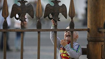 Ребенок в центре Санкт-Петербурга