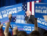 Кандидат в президенты США от демократов Берни Сандерс во время праймериз в Нью-Гэмпшире