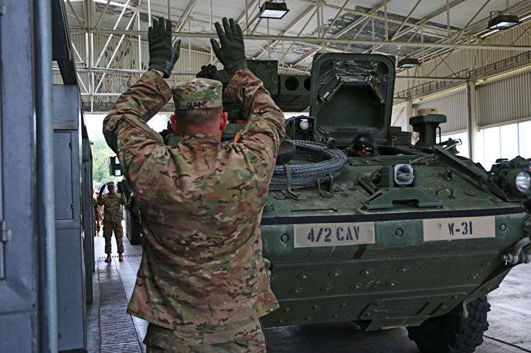 Американский бронированная машина Stryker