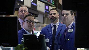 Фондовая биржа на Уолл-Стрит в Нью-Йорке
