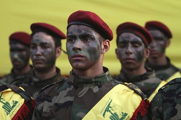 Боевики «Хезболлы» на похоронах командира Хасана Хусейна аль-Хаджа