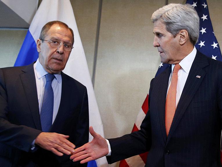 Министр иностранных дел Российской Федерации Сергей Лавров и госсекретарь США Джон Керри перед началом двусторонней встречи