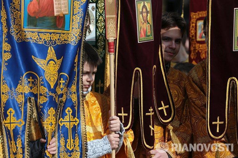 Детская Божественная литургия с крестным ходом в Санкт-Петербурге