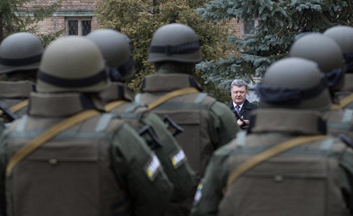 Петр Порошенко принимает участие в церемонии принесения присяги сотрудниками Управления специальных операций Национального антикоррупционного бюро Украины