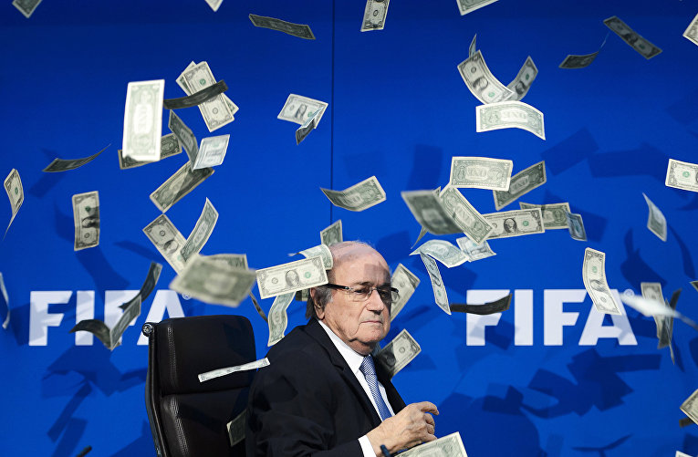 Йозеф Блаттер на пресс-конференции после внеочередного совещания ФИФА