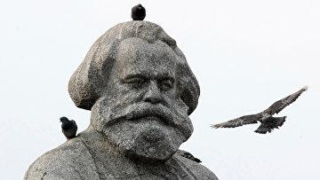 Памятник Карлу Марксу в Москве