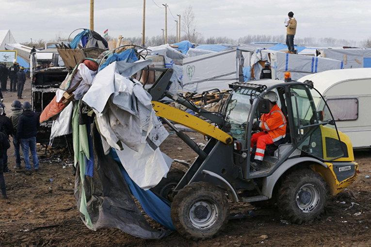 """Снос лагеря мигрантов """"Джунгли"""" во французском городе Кале. 29 февраля 2016"""