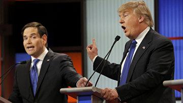 Кандидаты в президенты от Республиканской партии Дональд Трамп и Марко Рубио во время дебатов в Детройте