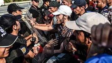 Столкновения между мигрантами и полицией в городе Эдрин на границе Турции с Грецией