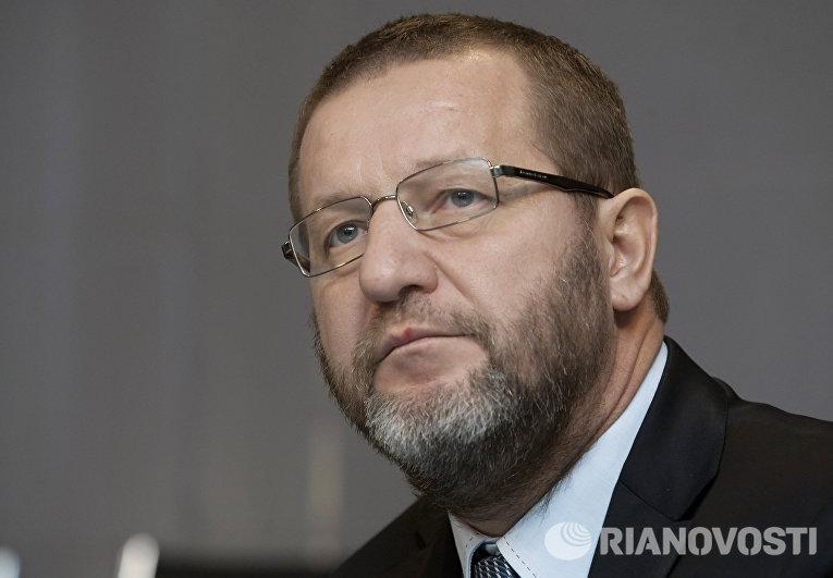 Альфред Кох на пресс-конференции в агентстве РИА Новости