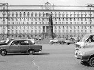 Памятник Ф. Э. Дзержинскому у здания КГБ СССР