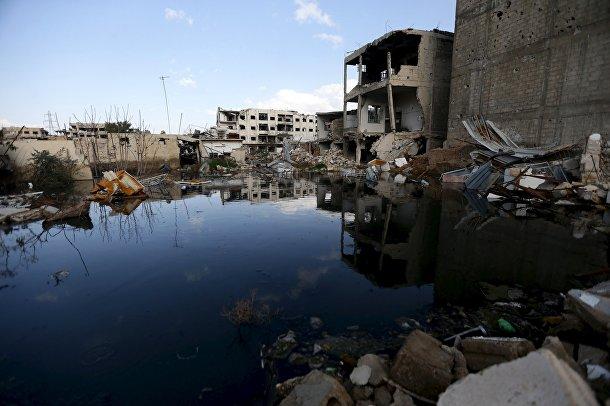 Канализационная вода в разрушенном городе Джобара, недалеко от Дамаска