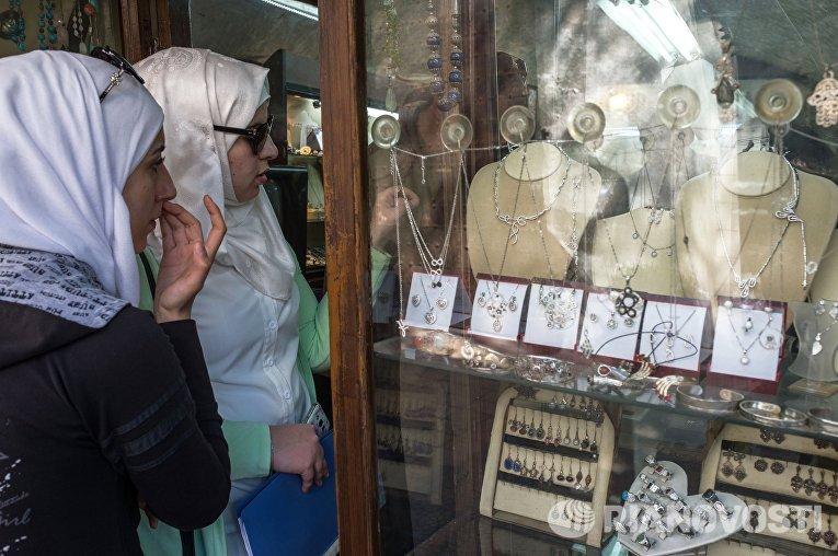 Женщины на рынке в Старом городе