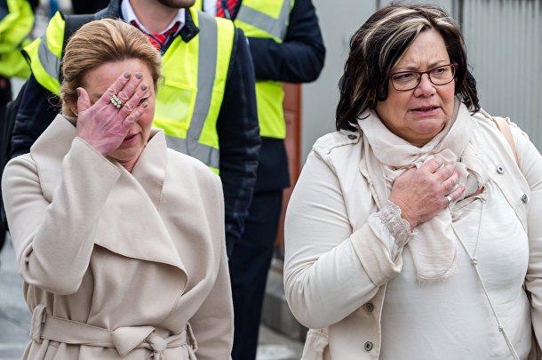 Люди в испуге покидают аэропорт в Брюсселе