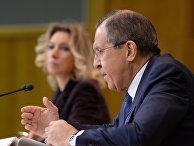 Министр иностранных дел России Сергей Лавров и официальный представитель министерства иностранных дел России Мария Захарова на пресс-конференции в Москве по итогам 2015 года
