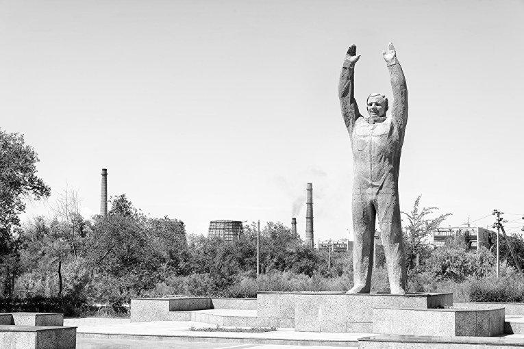 Памятник космонавту Юрию Гагарину в городе Байконур