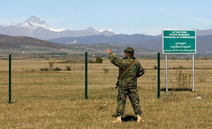 Грузинский пограничник на границе Грузии и Южной Осетии