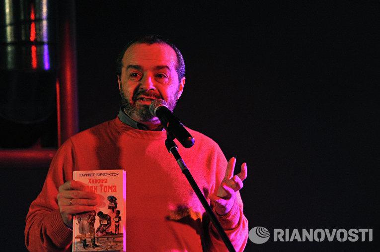 """Виктор Шендерович на акции """"СочИтание"""", прошедшей в Москве"""